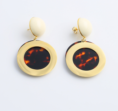 Round personality earrings
