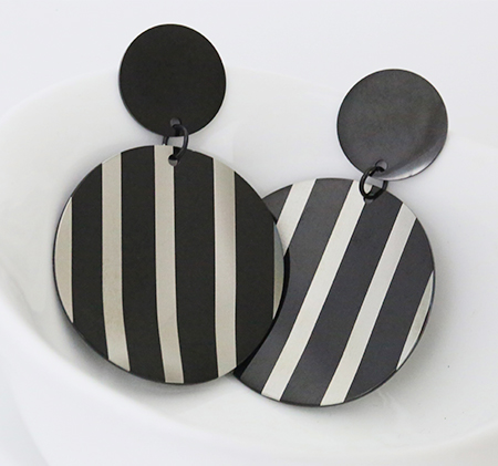 Fashion striped round earrings