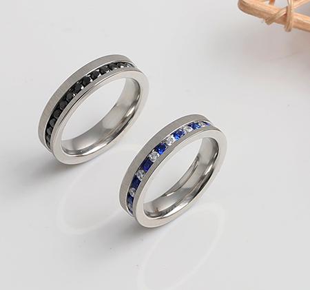 Simple diamond-studded titanium steel ring
