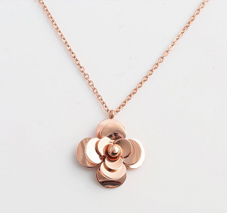 Camellia rotating pendant titanium steel necklace