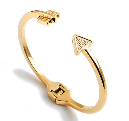 Arrow-shaped opening style bracelet